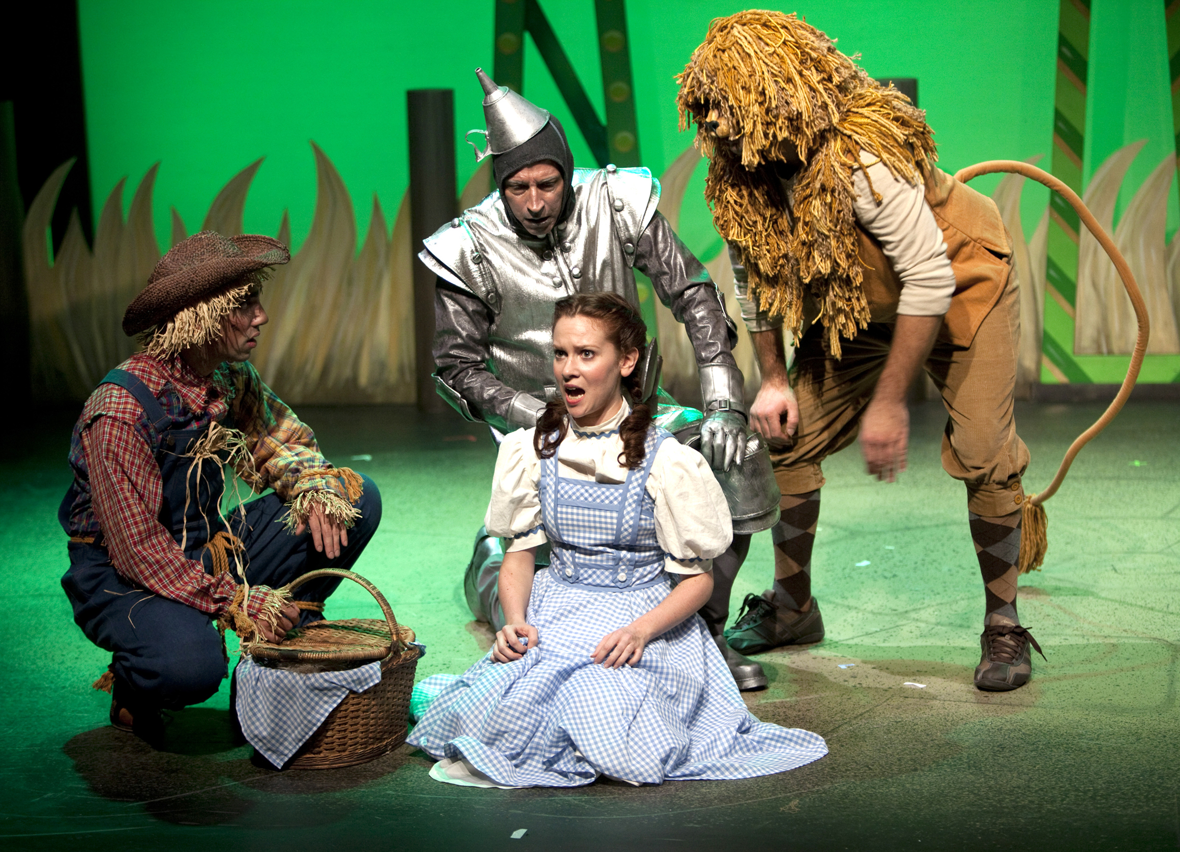 Carousel's Oz was a pleasure from beginning to end, for adults as well as ...